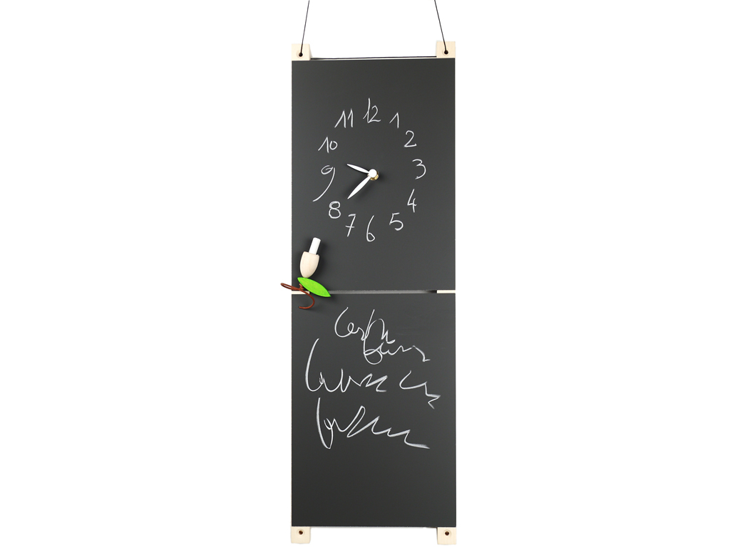 You can write on the porcelain steel blackboard with little chalk, so you can write hours in freedom. Bud chalk holder is included. There is also a wood support to hang up it with twine and biadhesive.