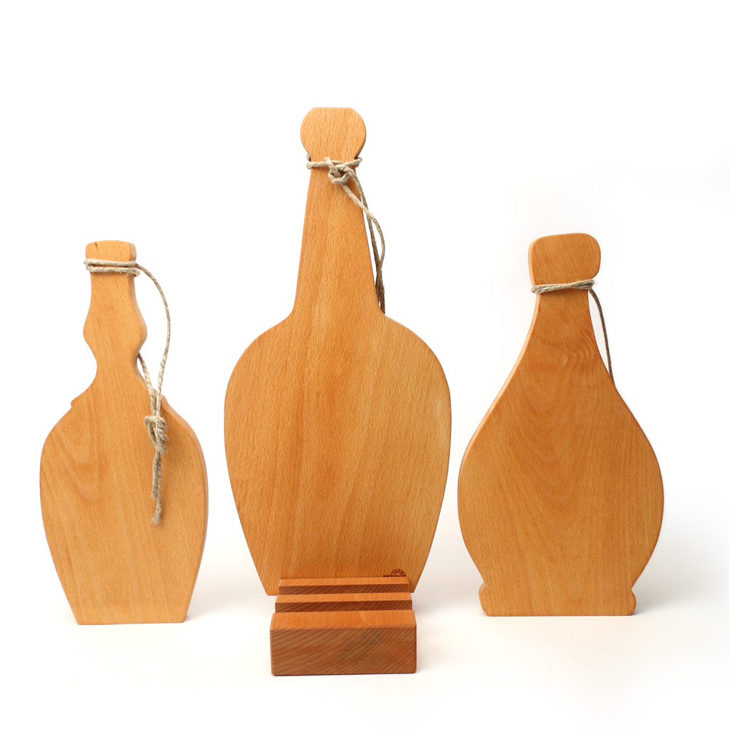 You can find chopping boards with bottle, flask and flagon shapes. They are provided with a handle and a big twine to hang up them. They are realized in beech evaporated EU wood, which is an essence studied to be used in the kitchen. You can arrange them in their case where you can take them whenever you want but pay attention not to put them in the water for long time: they may suffer because of this! They are perfect to serve and to cut: at home and in pubs!