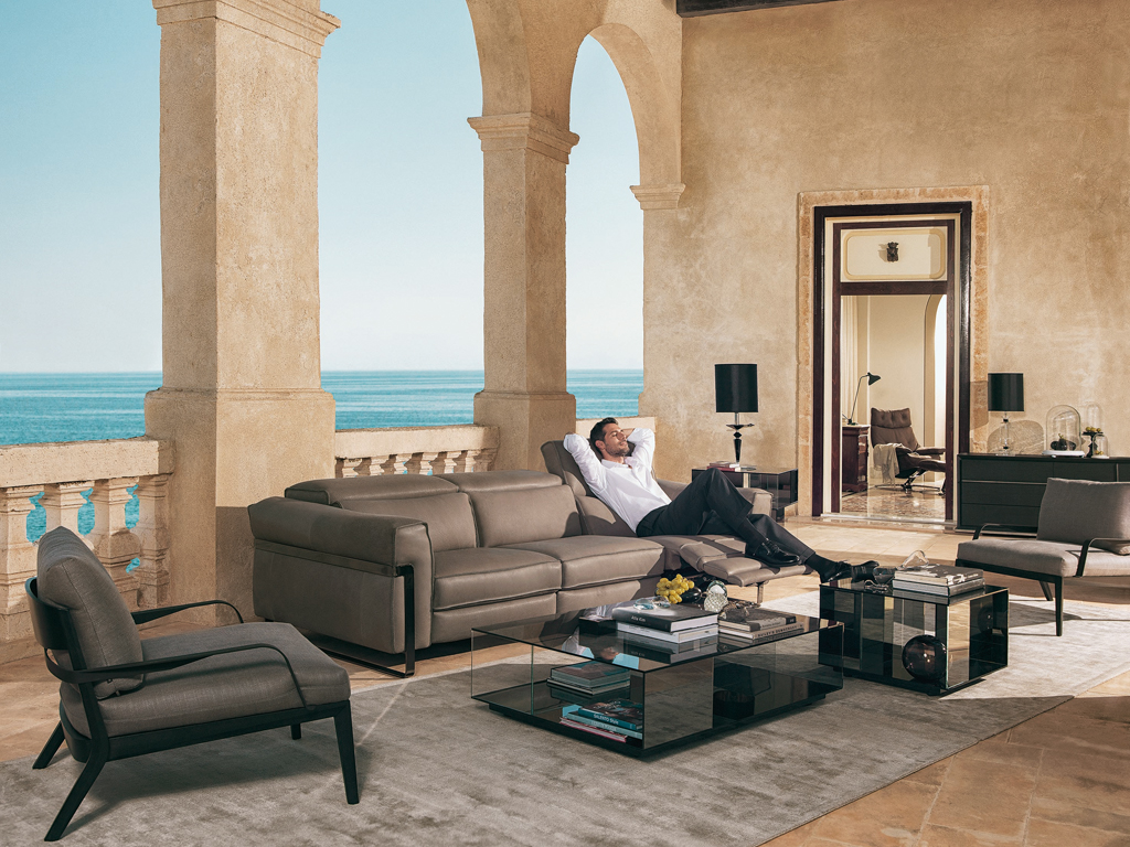 """Natuzzi Italy . Sofa Fidelio . Design architects Manzoni and Tapinassi . The metal enhances the design . The arms are embellished with stitching """" plucked """" . Relaxation and optional advanced systems tecnolgicamente . Also available as an armchair ."""