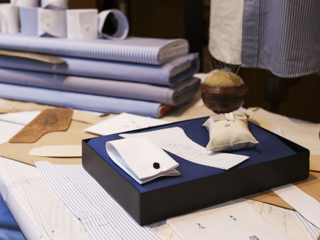 "Telerie Spadari, Milan. Tailored shirts. Telerie Spadari, Milan. Fabric, neck, wrists, finishes. It comes a shirt ""tailored"". Telerie Spadari Milan. A wide range of shirting fabrics."