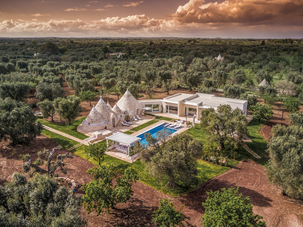 Relais Villa Aieni. Valley of Istria. San Vito dei Normanni. The property filmed by a drone. The property is surrounded by two acres of land.